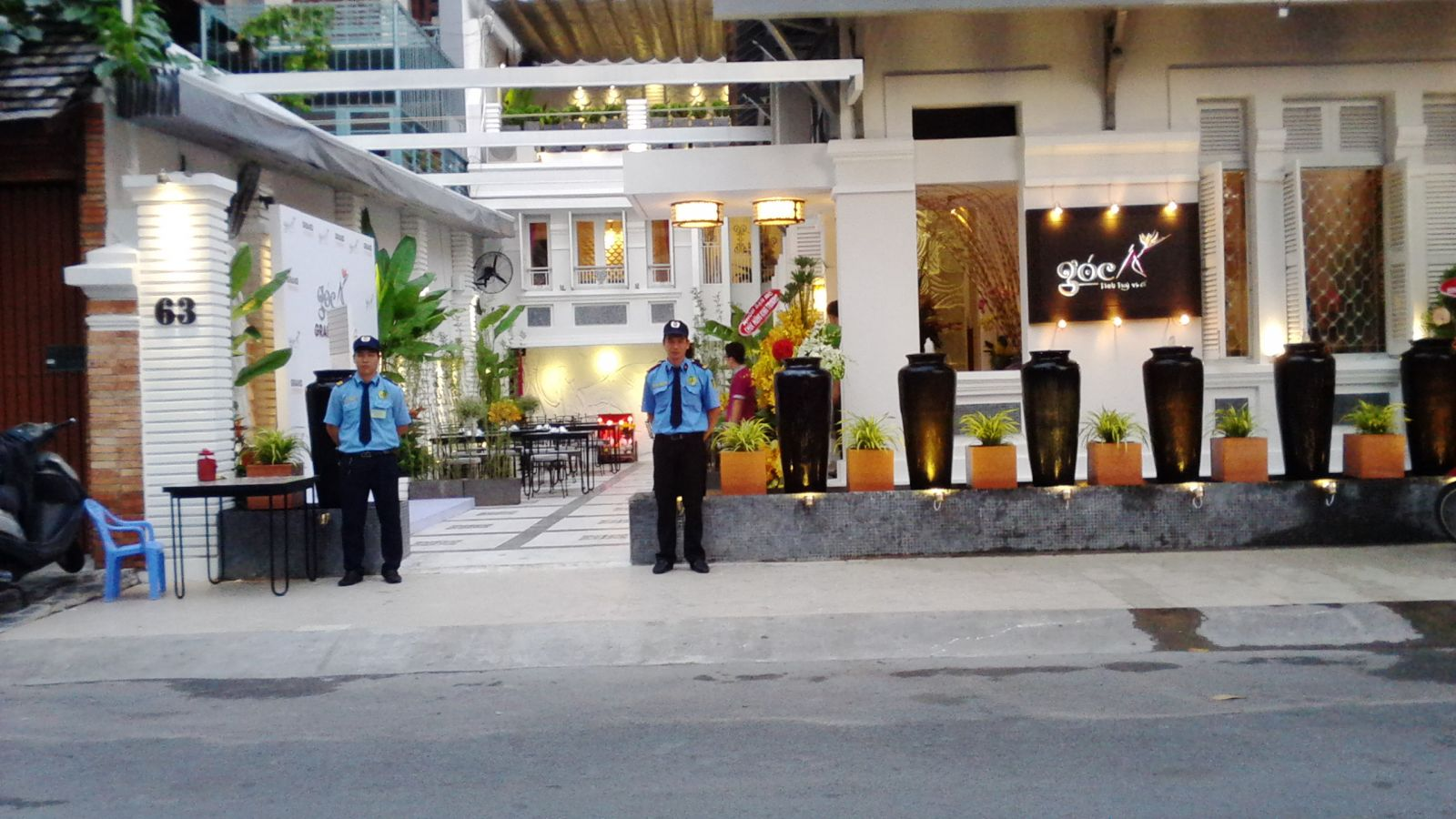 Bảo vệ nhà hàng